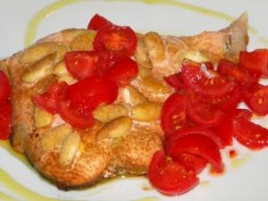 Trancio salmone mandorle pomodorini