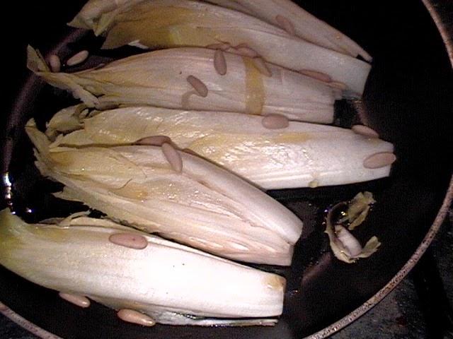 insalata-indivia-pinoli