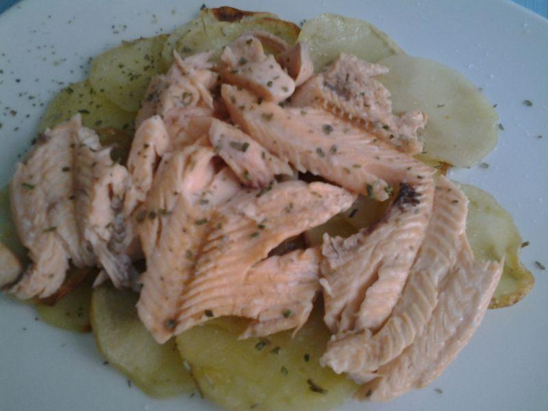 trota salmonata al forno con patate