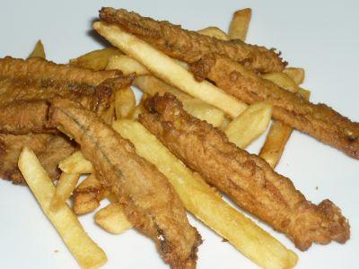 alici fritte e patatine