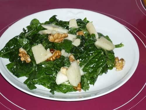 Insalata di spinaci noci pere parmigiano